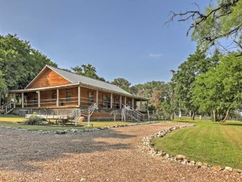 Country Hills Log Cabin Inn